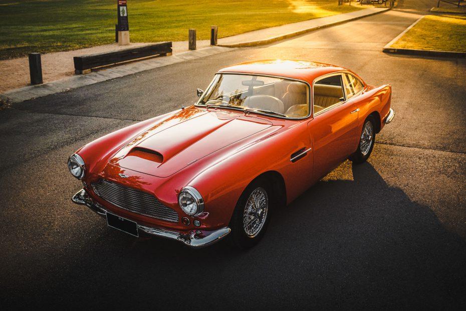 Aston-Martin-DB4